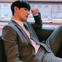 #LeeJoon actualizo su cuenta de Instagram con esta linda foto Lee Joon, K Idol, Fandom, South Korean Boy Band, Korean Actors, Boy Bands, Actors & Actresses, Kdrama, Father