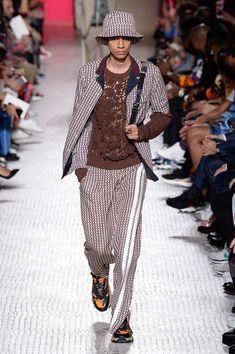 Valentino Spring 2019 Menswear Paris Collection - Vogue