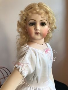 Porcelain Made In China With A Marking Old Dolls, Antique Dolls, Vintage Dolls, Porcelain Insulator, Porcelain Doll Makeup, Belle Epoch, Indian Dolls, Bisque Doll, Beautiful Dolls