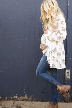 Maternity summer style, casual pregnancy fashion, floral blouse, ripped skinny…