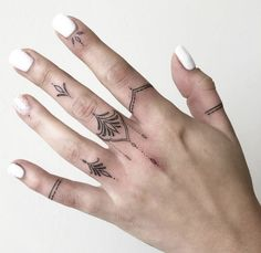 40 Tiny Finger Tattoos That Define Perfection - Diy Tattoo Small Finger Tattoos, Finger Tattoo Designs, Finger Tats, Small Tattoo Designs, Tattoo Designs For Women, Small Tattoos, Unique Tattoos, Tattoos For Women On Thigh, Finger Tattoo For Women