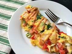 Colorado Omelette: color- yellow/ beige, texture- fluffy/soft, flavor- spicy/buttery/fresh, size- large, temperature- hot