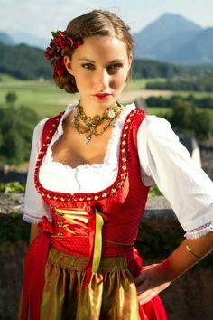 The 100 Sexiest Dirndl Girls in Oktoberfest History ...