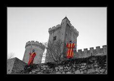 La vue sur le Château de Foix après avoir pris les billets d'entrée. Toutes les informations sur www.tourisme-foix.fr