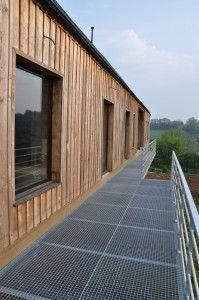 CERH terrasse et coursive suspendue acier galvanisé revetement caillebotis