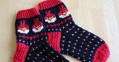 Angry Birds wool socks pattern (in finnish) Knitting For Kids, Knitting Socks, Baby Knitting, Knitted Slippers, Knitted Hats, Knit Or Crochet, Crochet Hats, Tapestry Crochet Patterns, Knit Baby Booties