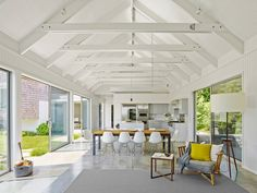 Water's Edge House is a contemporary seaside dwelling that was designed by Robert Young Architects, located in Amagansett, New York. Casa Loft, Robert Young, Interior Architecture, Interior Design, Beach Cottage Style, Beach Cottages, Ceiling Design, Cabana, Great Rooms