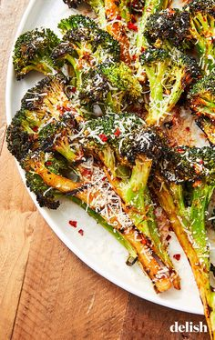 eating recipes Grilled Broccoli Parm, honey, and garlic make broccoli infinitely better. Get the recipe from .clean eating recipes Grilled Broccoli Parm, honey, and garlic make broccoli infinitely better. Get the recipe from . Healthy Chicken Recipes, Healthy Meals, Vegetarian Recipes, Healthy Eating, Vegan Grill Recipes, Recipes For The Grill, Easy Broccoli Recipes, Summer Grill Recipes, Vegan Grilling