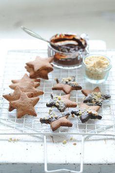 Datlové_vánoční_hvězdičky_normal od Zemenové celozrnné Christmas Cookies, Waffles, Cereal, Pudding, Baking, Breakfast, Desserts, Food, Wafer Cookies