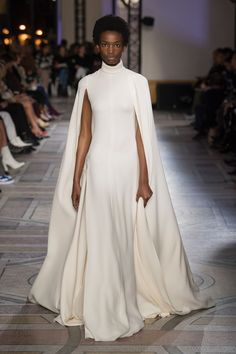 c7bfc5d8d1122 Giambattista Valli Spring Summer 2018 Couture Collection Couture Fashion, Runway  Fashion, High Fashion