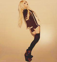 I love Taylor Momsen!