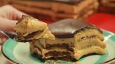 Recipe with video instructions: This chocolatey Argentine dessert is layered with cookies, cream cheese and dulce de leche — need we say more? Ingredients: 500 grams of cream cheese, 500 grams of. Choco Torta, Sweets Recipes, Cooking Recipes, Low Calorie Cake, Coconut Flan, Greek Sweets, Layered Desserts, Tasty Videos, Icebox Cake