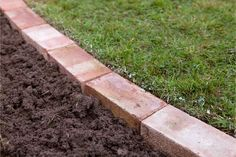 garden edging Edging a lawn - soil around the bricks