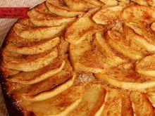 Bolo de Maçã sem Farinha e sem Açúcar: Esse bolo foi uma bela surpresa. Muito saboroso. Não tem farinha, nem açúcar. O doce natural das frutas deixam o bolo muito leve. Eu polvilhei ...