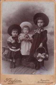 Three children in Constantinople, Ottoman Empire