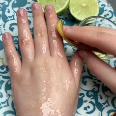 Benefits of Banana Peels on Your Skin remedies baking soda remedies diy home remedies skin care remedies sore throat remedies treats Beauty Tips For Glowing Skin, Health And Beauty Tips, Beauty Skin, Health Tips, Hair Beauty, Face Skin Care, Diy Skin Care, Skin Care Remedies, Home Remedies Beauty