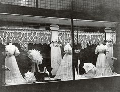 Department stores used to have window display departments whose sole task was the conception, design and installation of elaborate window scenes. Vintage Store Displays, Vintage Display, Vintage Shops, Vintage Windows, Edwardian Era, Victorian Ladies, Store Windows, Vaulting, Belle Epoque