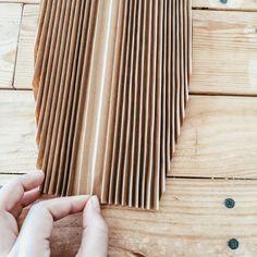 DIY : Des feuilles de palme en papier – Flavie Peartree Cute Crafts, Diy And Crafts, Paper Bag Crafts, Cat House Diy, Diy Interior, Origami Paper, Flower Wall, Diy Art, Decoration
