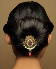 Updo for gorgeous dark hair a special bun adorned add spanish flower Indian Hairstyles, Bun Hairstyles, Trendy Hairstyles, Wedding Hairstyles, Bridal Makeup, Bridal Hair, Hair Jewels, Hair Jewellery, Jewlery