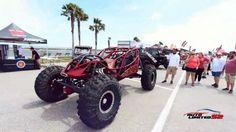 """""""Jeep Beach"""" es la cita anual de los entusiastas del 4X4, que se dá en el sureste de los Estados Unidos. El encuentro dura 5 días y aunque muchas de las actividades se llevan a cabo en la playa, el evento central se realiza en el imponente """"Daytona international Speedway"""", el autódromo donde se corren las 500 millas de Daytona entre otras carreras de Náscar �� ���� Aquí se exhiben los mejores y más excéntricos jeeps, los participantes se enfrentan a la pista de obstáculos para poner a prueba…"""