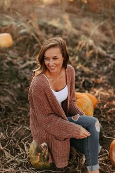 oregon fall senior session oregon fall senior session More from my site cap and gown picture ideas Fall Photo Shoot Outfits, Senior Photo Outfits, Cute Fall Outfits, Fall Winter Outfits, Outfits For Teens, Trendy Outfits, Teenage Outfits, Fall Senior Pictures, Senior Photos