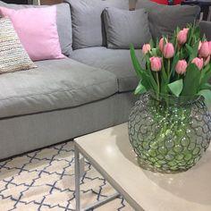 Fredagsfeeling! Underbara soffan Lucas kan du bara köpa här hos oss på R.O.O.M. 265x119x72cm, i detta utförande 31.750kr. Soffbord Mystic 60x120cm 6.900kr. Vas 750kr. #roombutiken #barapåroom #favoritpåroom @mbj_design