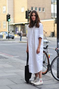Shirt Dress with sneakers Sneakers dress summ. Shirt Dress with sneakers Sneakers dress summer 19 ideas Sneakers dress summer 19 Looks Style, Style Me, How To Wear Shirt, Camisa Formal, Dress With Sneakers, Tennis Sneakers, Maxi Shirt Dress, Oversized Dress, Look Fashion