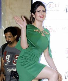 Zareen (Zarine) Khan celebrates birthday at song launch. Indian Actress Hot Pics, Beautiful Indian Actress, Beautiful Actresses, Indian Actresses, Indian Bollywood, Bollywood Fashion, Bollywood Actress, Sonam Kapoor, Deepika Padukone