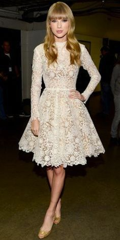 Eonderful Lace Dress Taylor Swift - Look of the Day - InStyle Taylor Swift Moda, Style Taylor Swift, Swift 3, Pretty Dresses, Beautiful Dresses, Lace Dresses, Gorgeous Dress, Dress Lace, Style Feminin