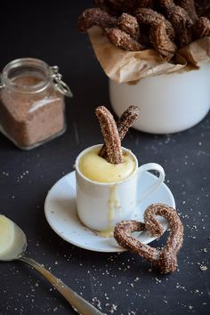 Chocolate Churros with White Chocolate Dipping Sauce Schokoladen-Churros mit weißer Schokoladen-Dip-Sauce Sweet Desserts, No Bake Desserts, Vegan Desserts, Sweet Recipes, Vegan Recipes, White Chocolate Sauce, Chocolate Dipping Sauce, Chocolate Dipped, Dessert Dips