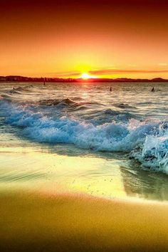 the beautiful sunset and waves All Nature, Amazing Nature, Beautiful Sunrise, Beautiful Beaches, Beautiful Morning, Foto Picture, Australia Beach, Ocean Waves, Big Waves