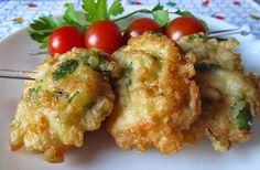 Pataniscas de bacalhau com salsa - http://www.receitasparatodososgostos.net/2016/08/19/pataniscas-de-bacalhau-com-salsa/