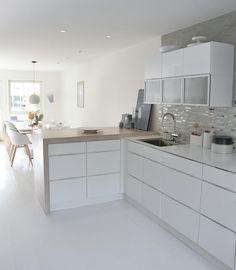 Kitchen Ideas New House, Condo Kitchen, Home Decor Kitchen, Kitchen Interior, Kitchen Remodel, Luxury Kitchens, Home Kitchens, Small Kitchen Makeovers, Open Plan Kitchen Dining Living