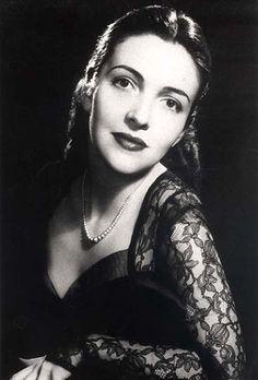 Nancy Davis, before she became Mrs. Ronald Reagan.