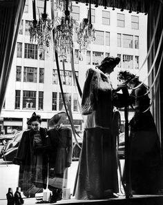 1942: Women window shopping at Bergdorf Goodman. #TurnofStyle