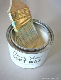 Very good tutorial on how to apply Annie Sloan Clear Soft Wax & dark wax