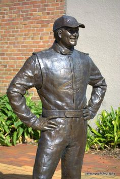 Possum Bourne statue Walkabout, Auckland, New Zealand, Garden Sculpture, Icons, Statue, History, Outdoor Decor, Life