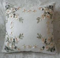 Embroidery pillow patterns how to make 47 New Ideas Cushion Embroidery, Embroidered Cushions, Silk Ribbon Embroidery, Crewel Embroidery, Hand Embroidery Patterns, Embroidery Designs, Ribbon Art, How To Make Ribbon, Antique Quilts