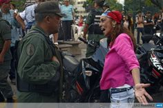 VENEZUELA, Caracas : A demonstrator shouts to a National Guard member at opposition stronghold Altamira square in Caracas on March 17, 2014. AFP PHOTO/LEO RAMIREZ