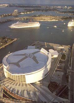 American Airlines Arena - Miami, FL Downtown Miami, Miami Florida, South Florida, Beautiful Places To Visit, Great Places, Nba Arenas, Miami Heat Basketball, American Airlines Arena, Sports Stadium