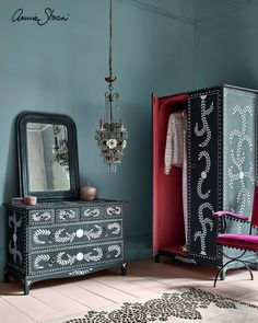 Tire Furniture, Paint Furniture, Bedroom Furniture, Graphite Chalk Paint, Annie Sloan Chalk Paint, Half Painted Walls, Upcycled Furniture Before And After, Woman Bedroom, Soft Furnishings