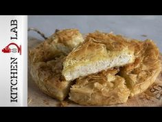 Greek old rag pie – Patsavouropita by the Greek chef Akis Petretzikis. Make easily and quickly this delicious recipe for a traditional cheese pie with phyllo! Cheese Pies, Flourless Chocolate Cakes, Greek Recipes, Kitchen Recipes, Food Network Recipes, Easy Meals, Yummy Food, Favorite Recipes, Snacks