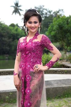 Inspiration inspirasi Model Kebaya Modern Brokat with batik