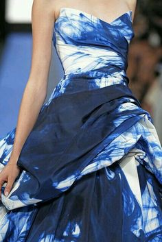 Monique Lhuillier - via: ravishing-couture:cristoff: Fashion Week, Runway Fashion, High Fashion, Womens Fashion, Fashion Spring, Beautiful Gowns, Beautiful Outfits, Gorgeous Dress, Looks Style