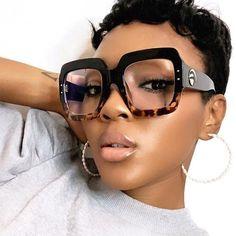 Oversized Glasses, Fashion Eye Glasses, Estilo Fashion, Womens Bodysuit, Eyeglasses For Women, Sunglasses Accessories, Sunglasses Storage, Fashion Accessories, Vintage