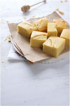 Le pain de maïs, contrairement à son nom, ressemble plutôt à un cake au niveau de la texture. C'est un pain qui tient son goût et sa couleur à l'utilisatio