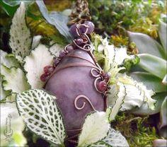 ᘛ Murmure végétal ᘚ Collier wire wrapping pendentif Lépidolite, Tourmaline rose, Améthyste, Péridot, branches et cuivre : Collier par atelier-bijoux-legendaires