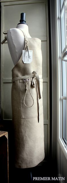 apron , large pockets.
