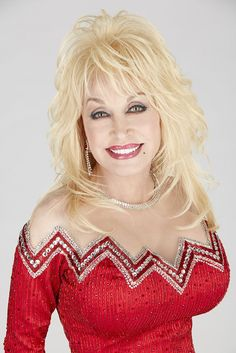 """dollies A new book about Dolly Parton, which comes from interviews she gave, reveals she had an """"affair of the heart"""" and it was one of the reasons that led to her contemplating suicide in th Beautiful Old Woman, Pretty Woman, Dolly Parton Pictures, Hello Dolly, Celebs, Celebrities, Trends, Cute Hairstyles, Showgirls"""