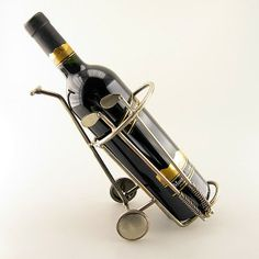 This holder for a wine bottle is a great present for a golf fan, which he certainly will put on the table. (Delivery excludes wine bottle)